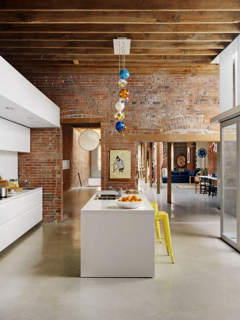 46 Water Street Heritage Building / Omer Arbel Office