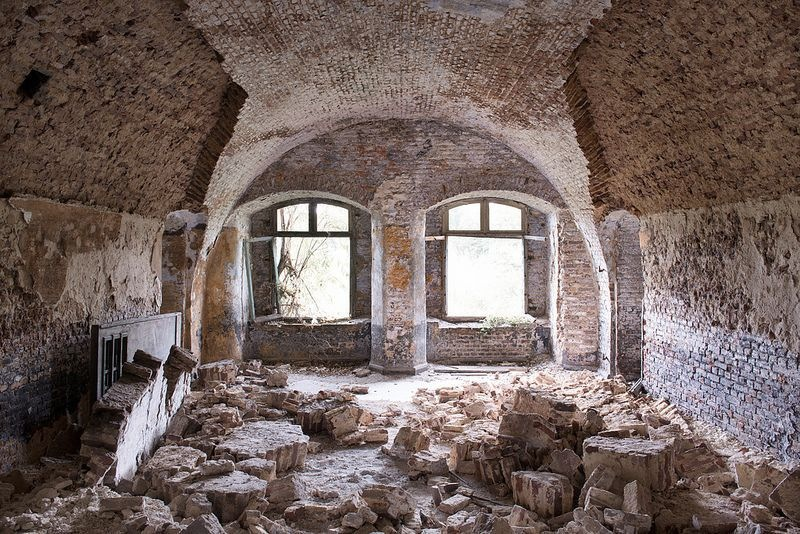 Abandoned Places / Bart Synowiec