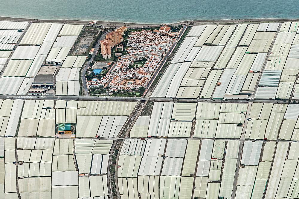 Aerial_views_mar_del_plastico-Bernhard_Lang-20.jpg