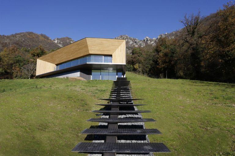 Alps Villa / Camillo Botticini