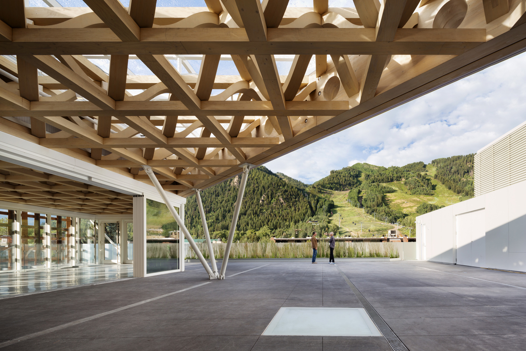 Aspen Art Museum / Shigeru Ban Architects (16)