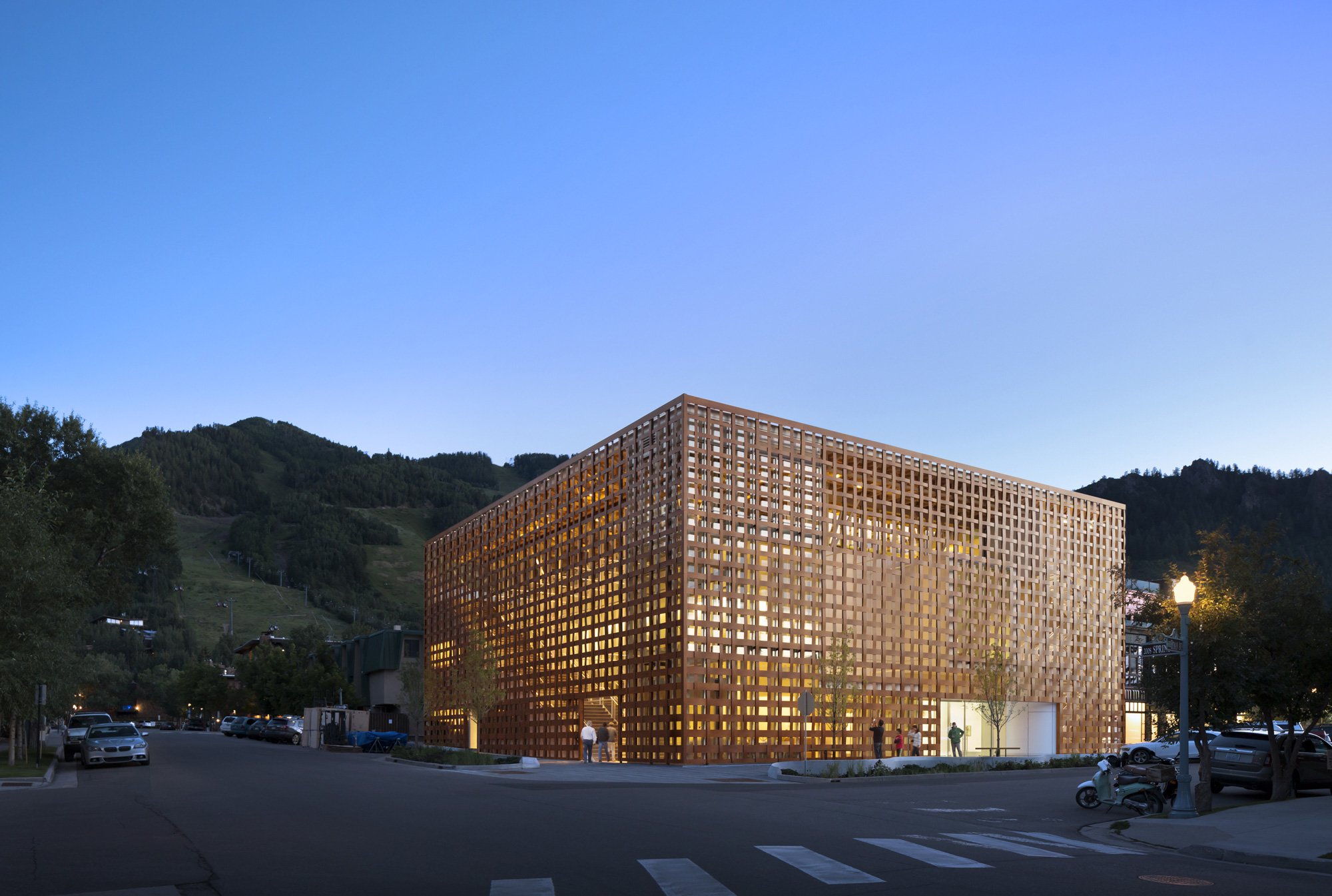 Aspen Art Museum / Shigeru Ban Architects (9)