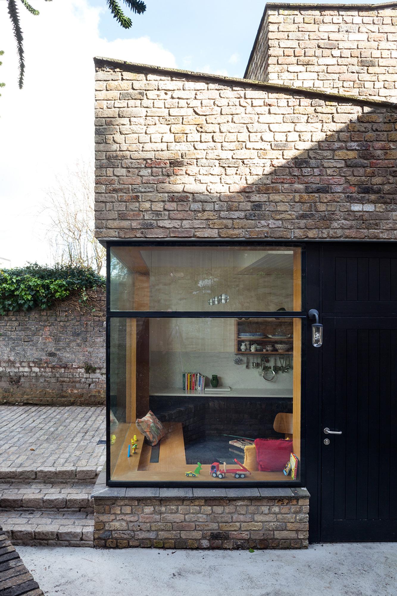 Brick Addition / NOJI Architects (6)