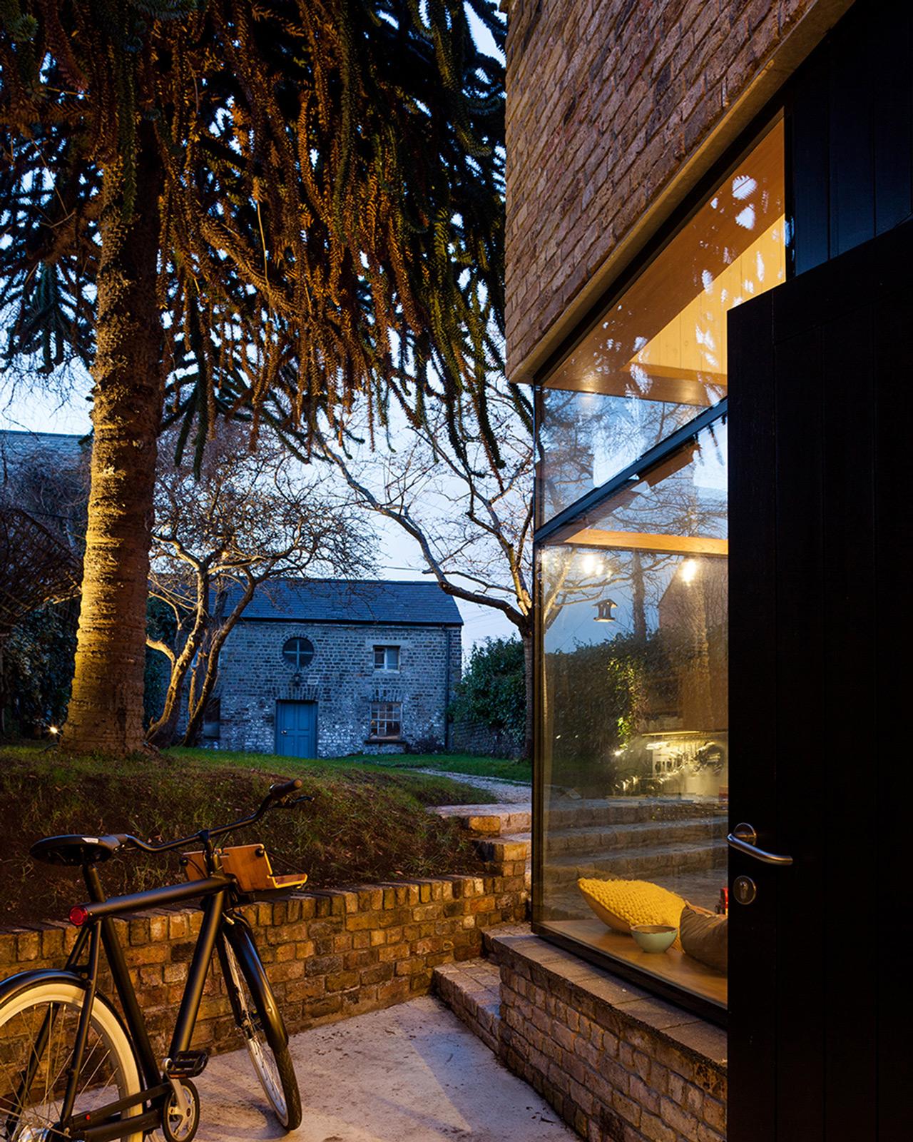 Brick Addition / NOJI Architects (5)