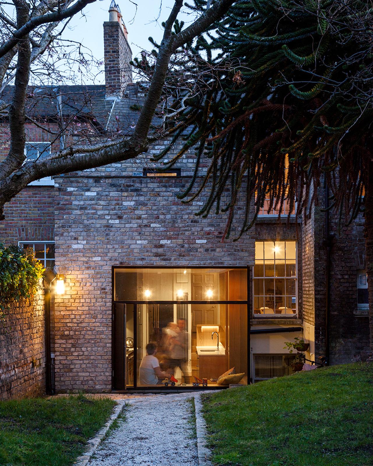 Brick Addition / NOJI Architects (4)