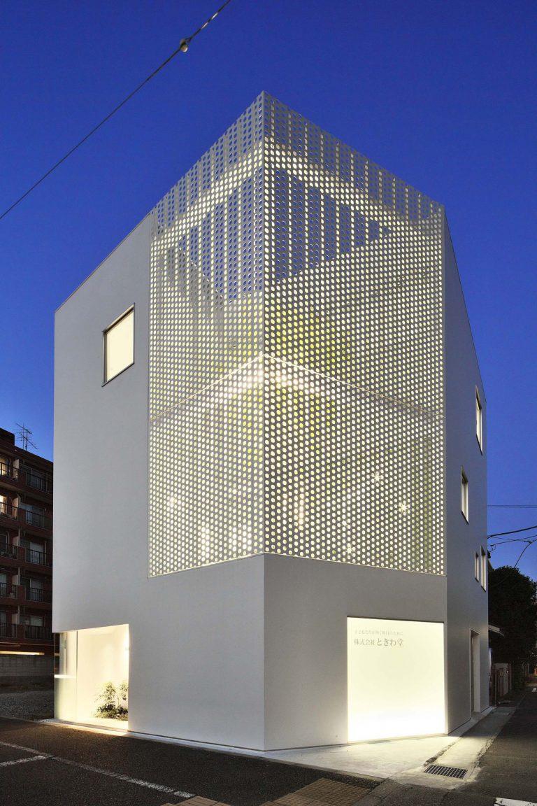 Company Building in Kanagawa / HMAA