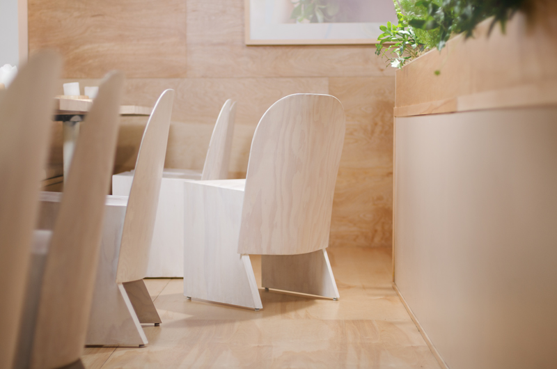 Florist_Chair-Knauf_and_Brown-3
