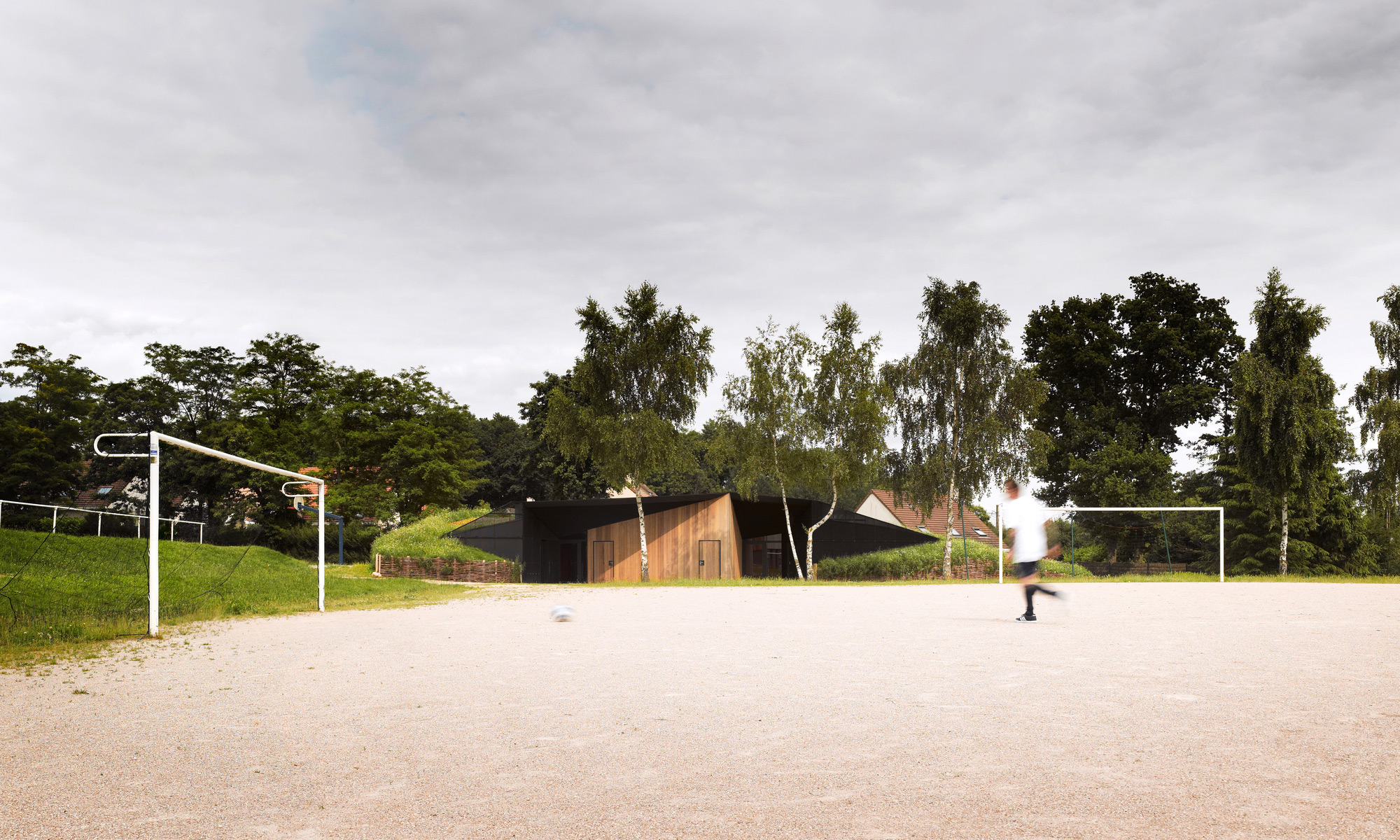 Hidden Locker Rooms / MU Architecture + Ateliers Les Particules (2)
