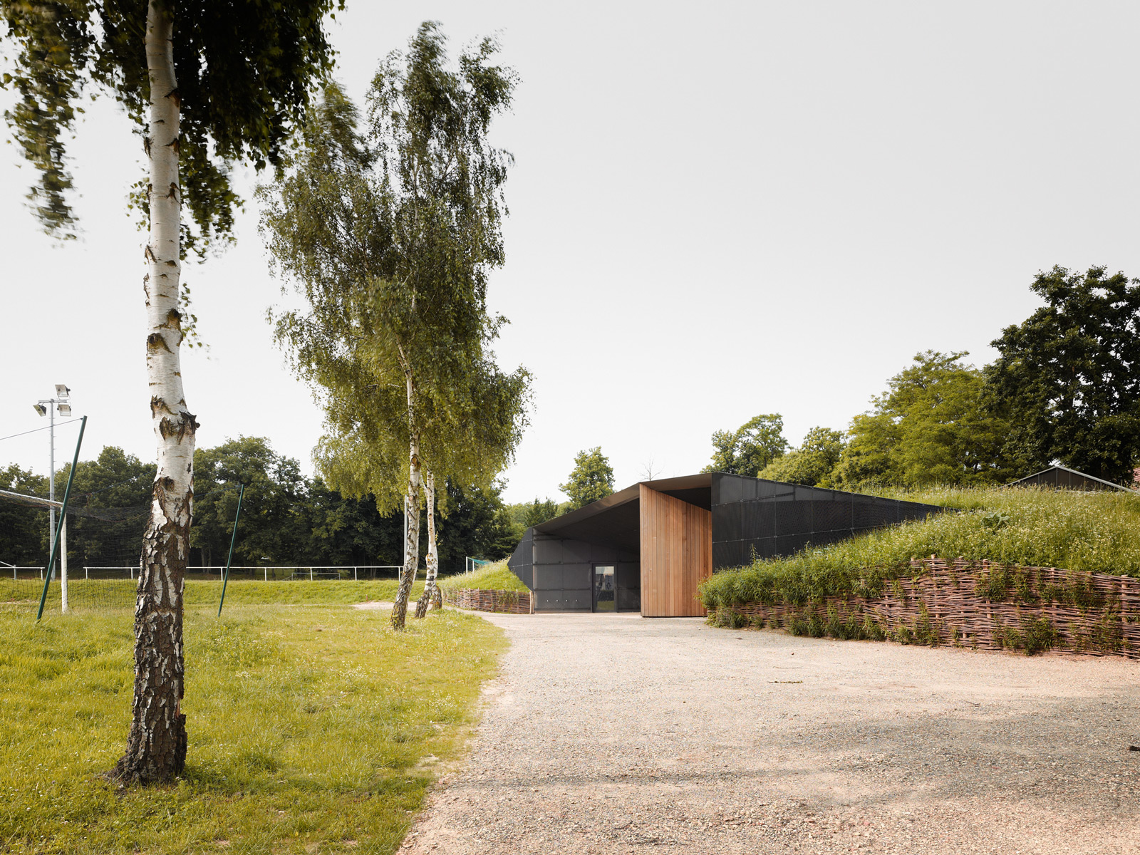 Hidden Locker Rooms / MU Architecture + Ateliers Les Particules (4)
