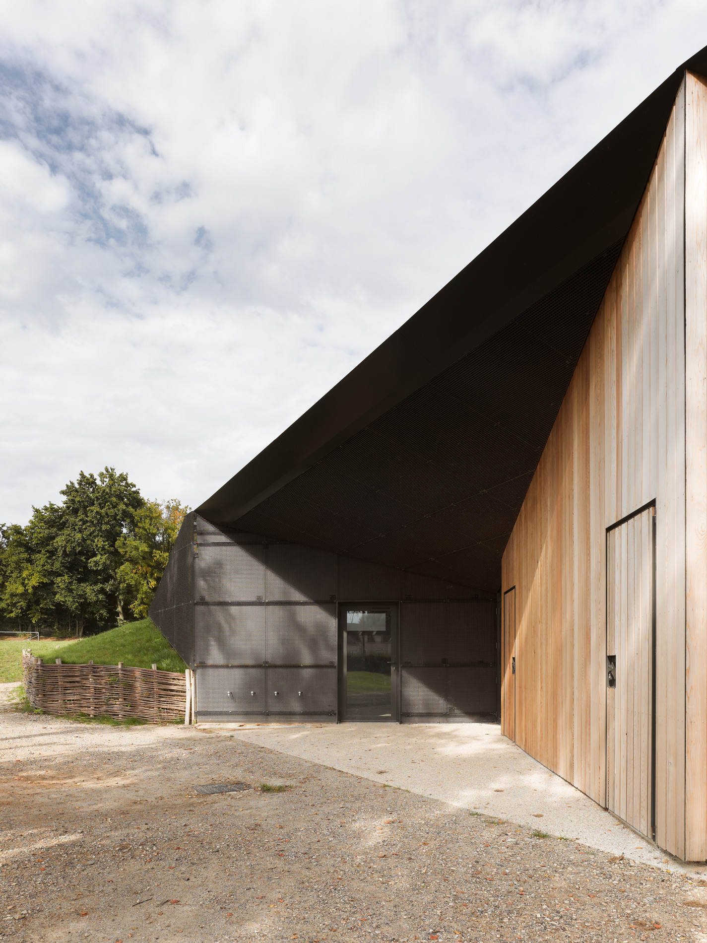 Hidden Locker Rooms / MU Architecture + Ateliers Les Particules (5)