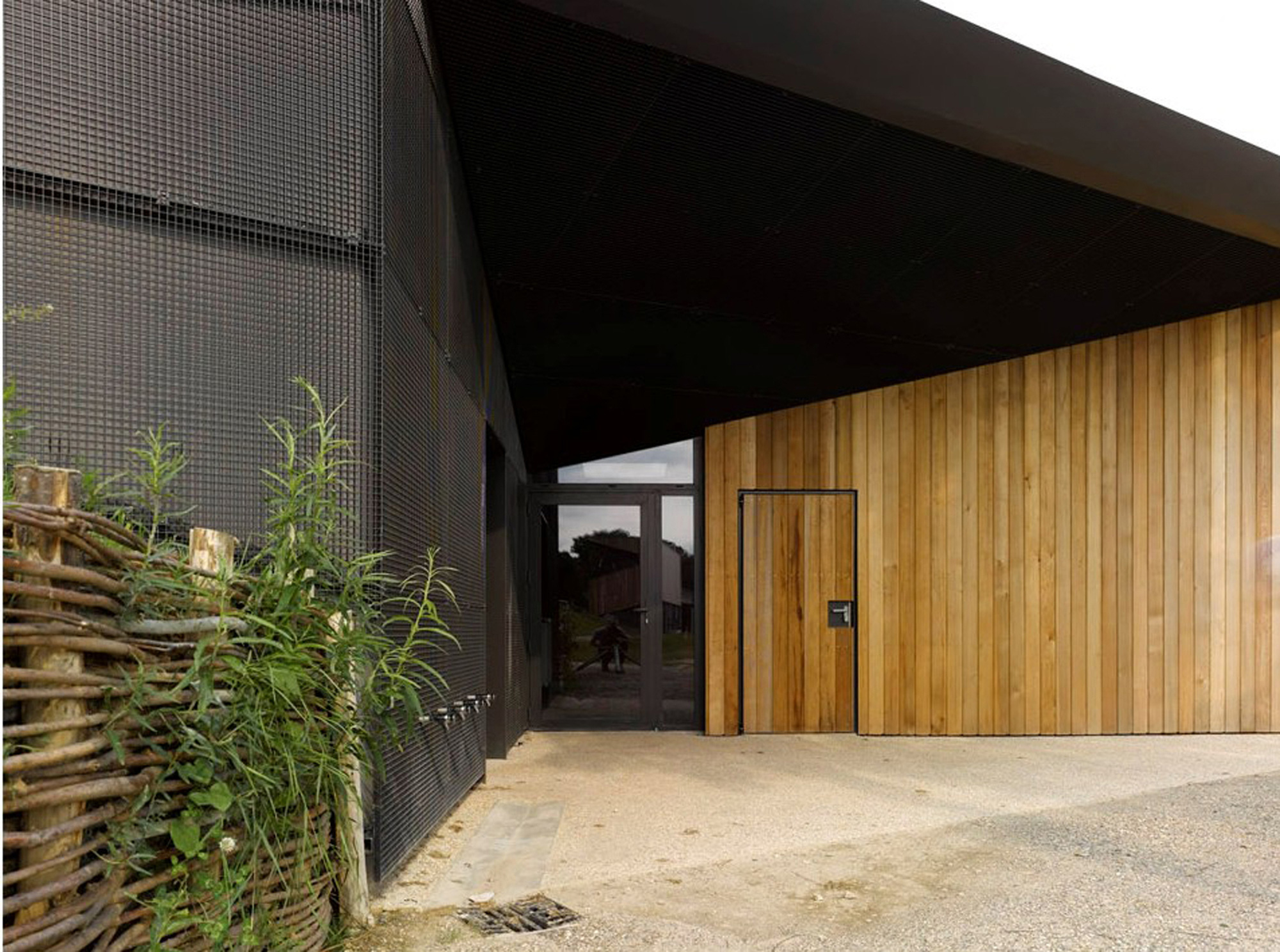 Hidden Locker Rooms / MU Architecture + Ateliers Les Particules (6)