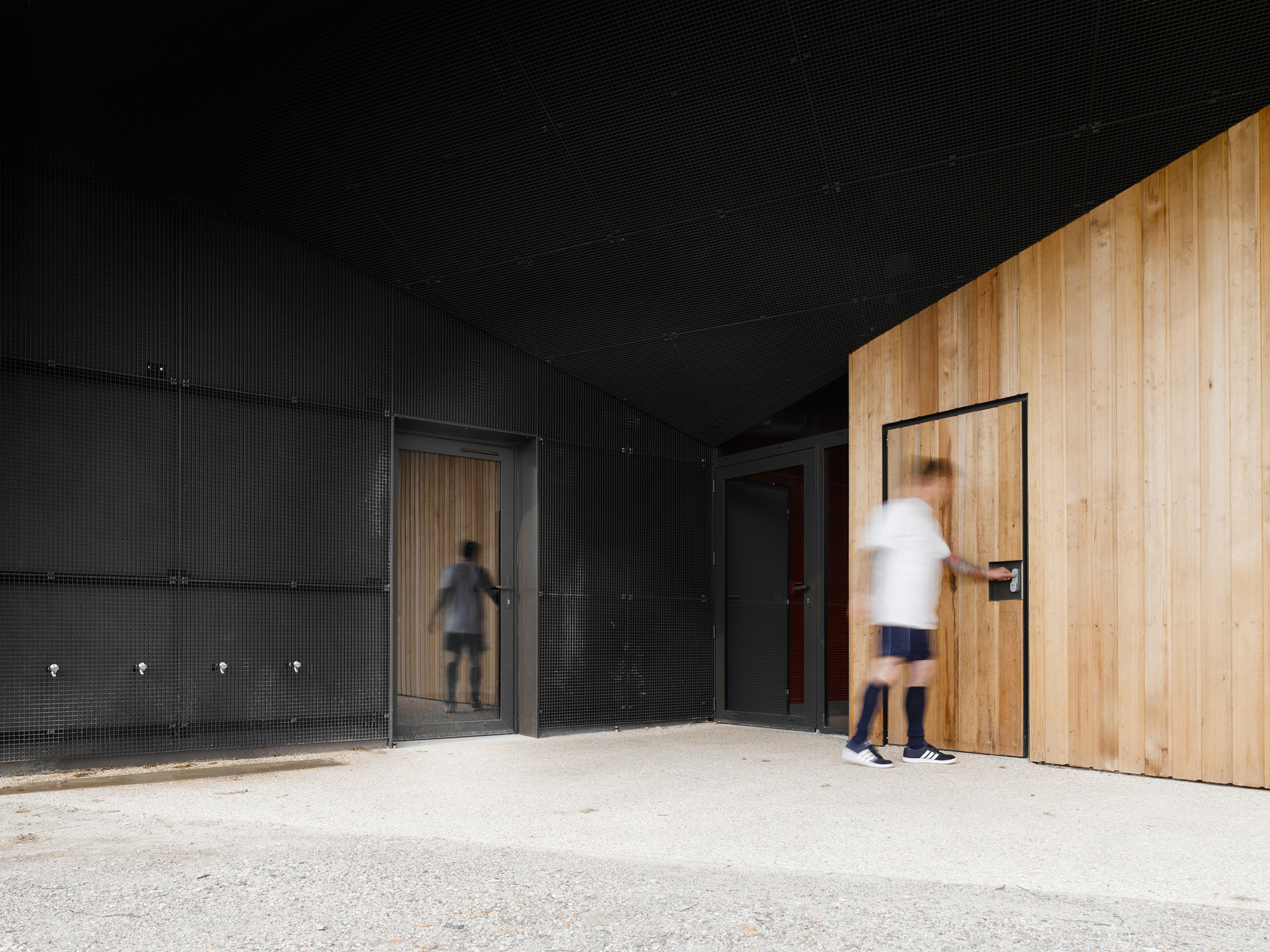 Hidden Locker Rooms / MU Architecture + Ateliers Les Particules (8)