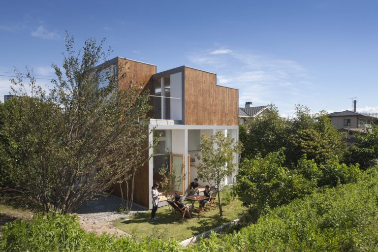 House Passage of Landscape / Ihrmk