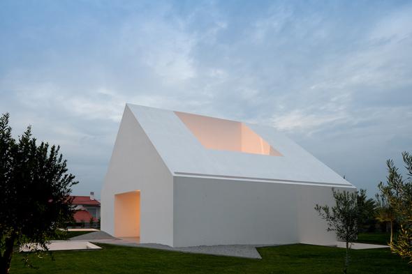 House_in_Leiria_Aires_Mateus_02