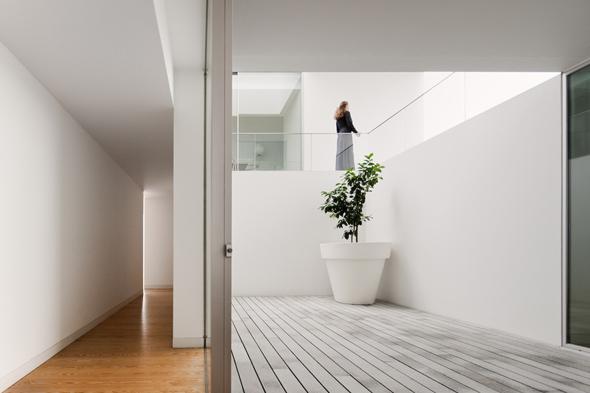 House_in_Leiria_Aires_Mateus_07