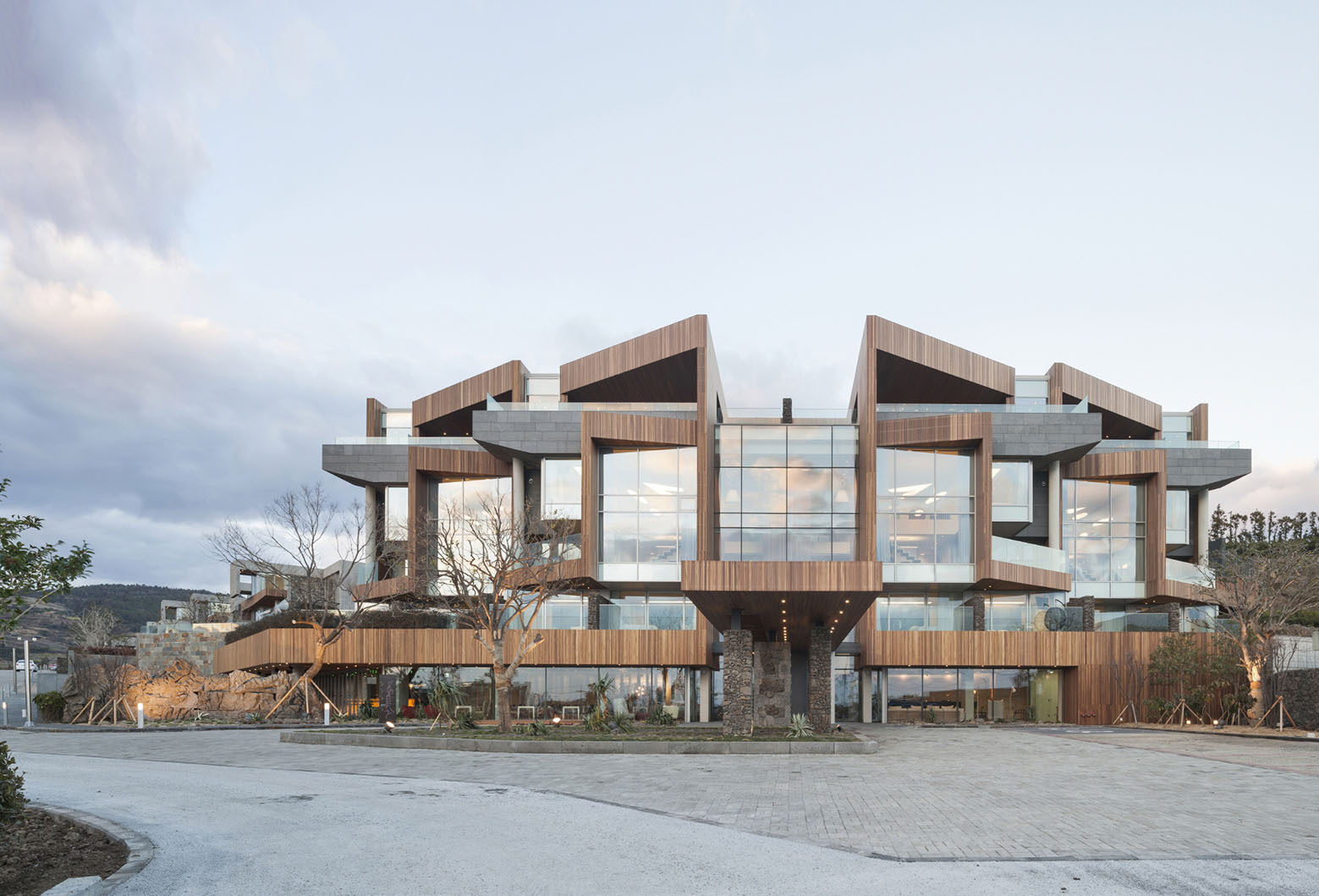 Jeju Bayhill Pool & Villa / Kim Dong-jin + L'eau Design (19)