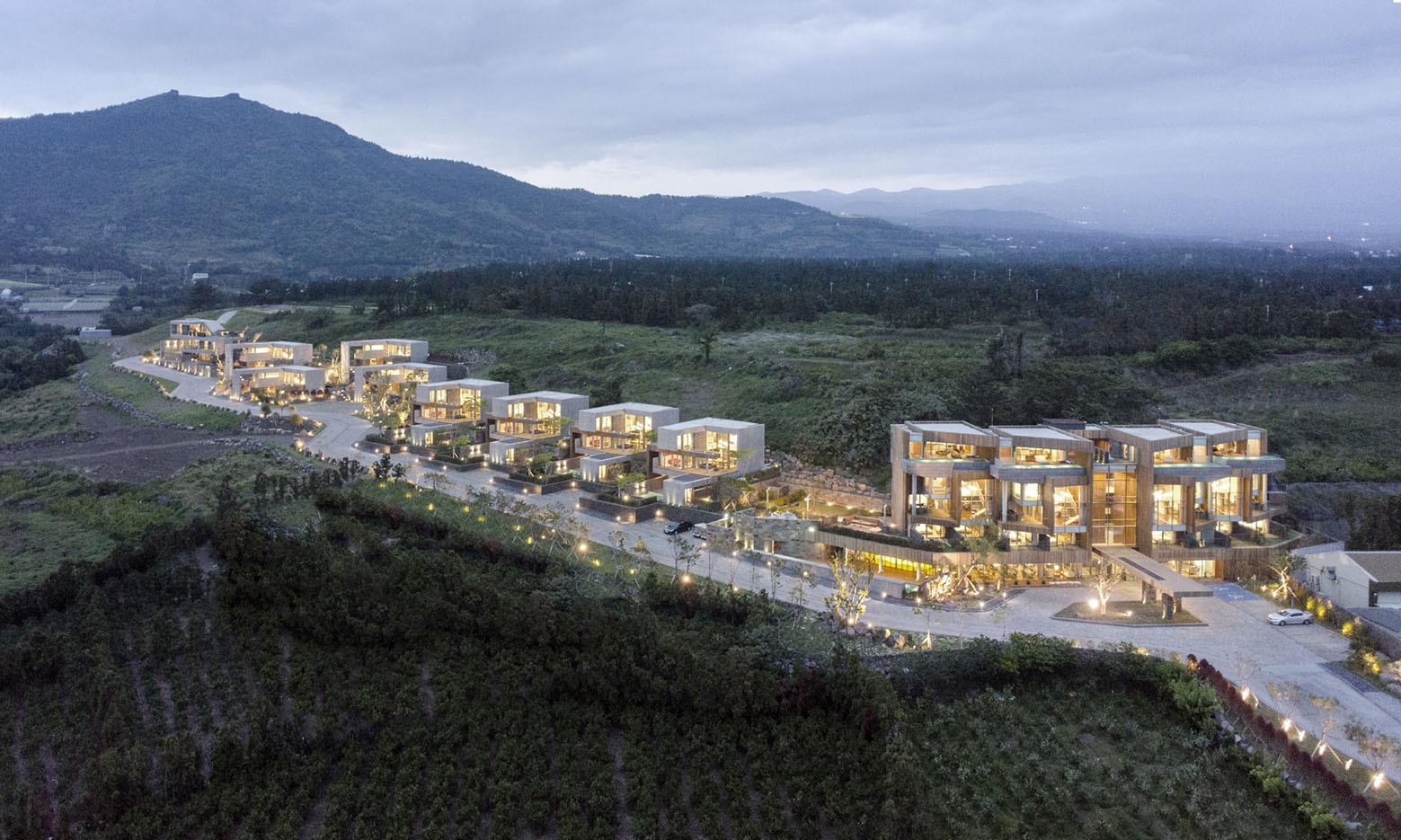 Jeju Bayhill Pool & Villa / Kim Dong-jin + L'eau Design (18)