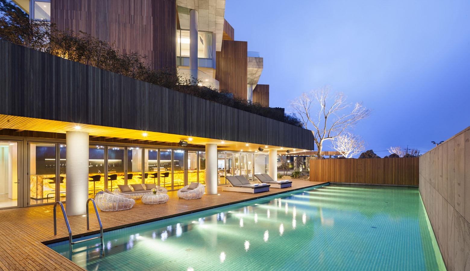 Jeju Bayhill Pool & Villa / Kim Dong-jin + L'eau Design (12)