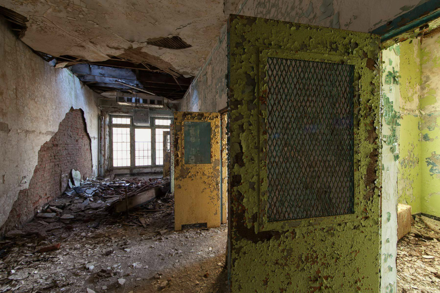 Asylums / Jeremy Harris (3)