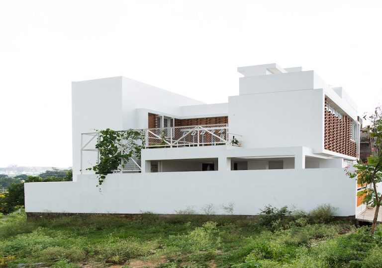 Lateral House / Gaurav Roy Choudhury Architects