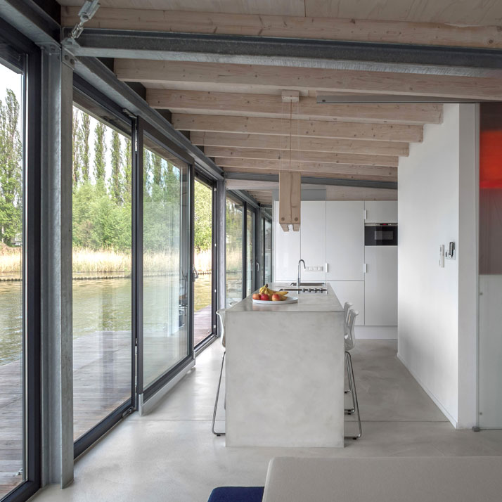 Modern Houseboat in Berlin - Welcome Beyond