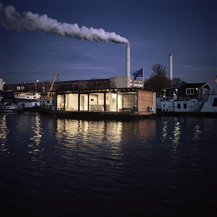 Modern-Houseboat-in-Berlin-Welcome-Beyond-08.jpg