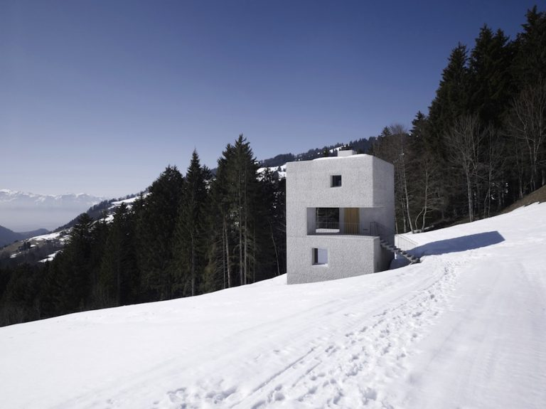 Mountain Cabin / Marte Marte Architects