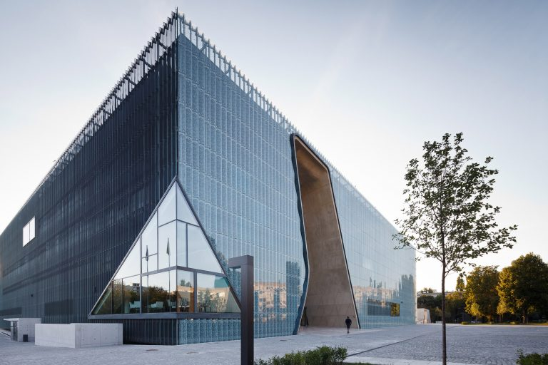 The Museum of the History of Polish Jews / Kuryłowicz & Associates & Lahdelma & Mahlamäki