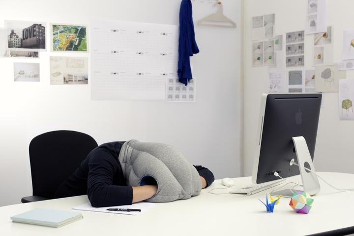 Ostrich Pillow / Kawamura Ganjavian