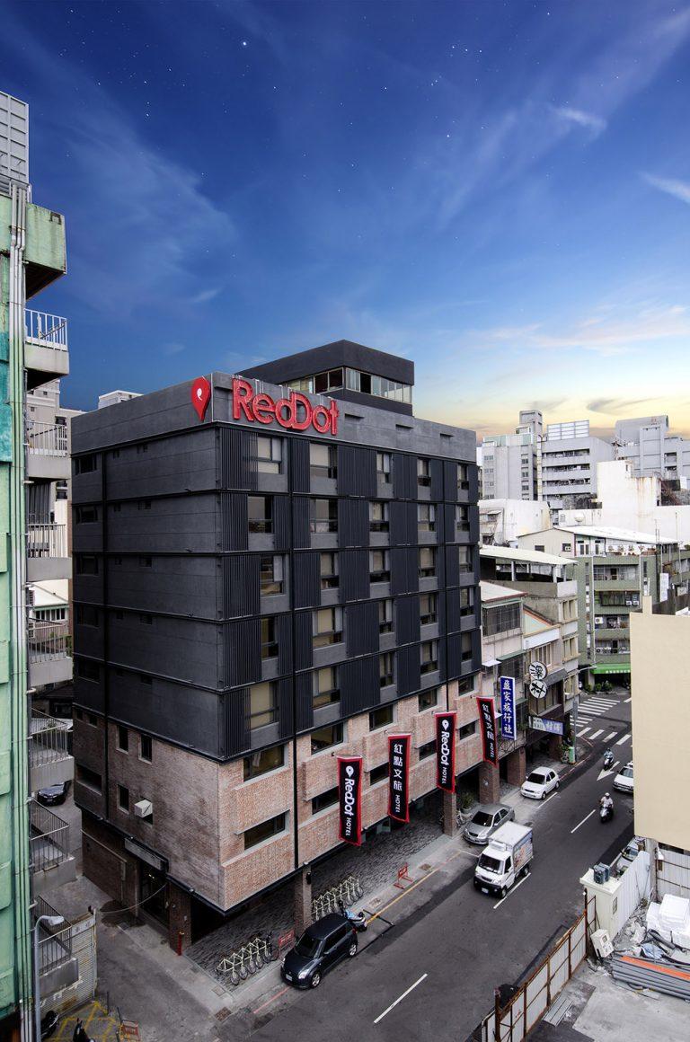 RedDot Hotel / Steven Wu+Wang Pe-Jen