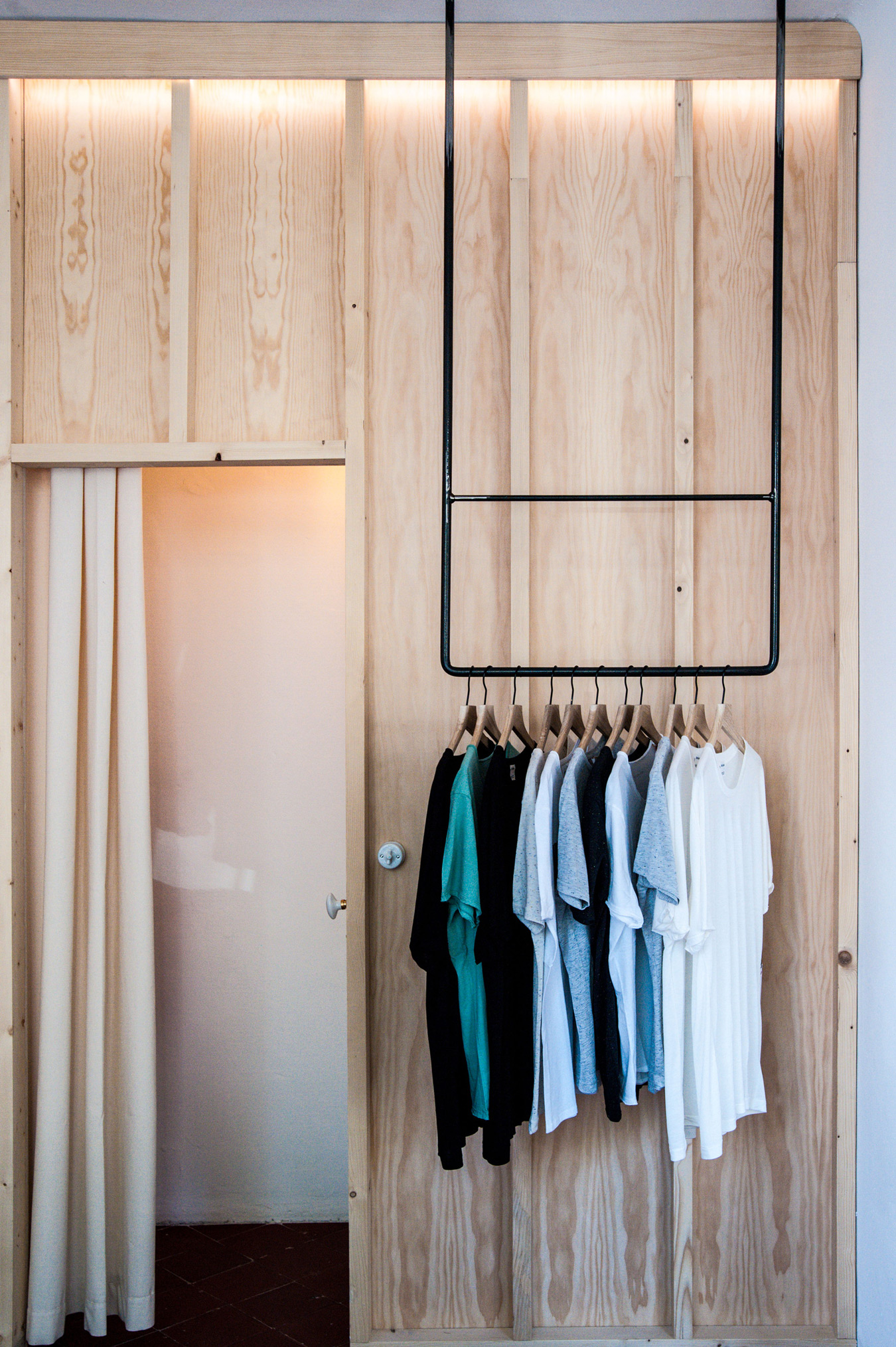 Shop-and-Exhibition-Space-in-Marseille-Atelier-M3a-Architectes-10.jpg