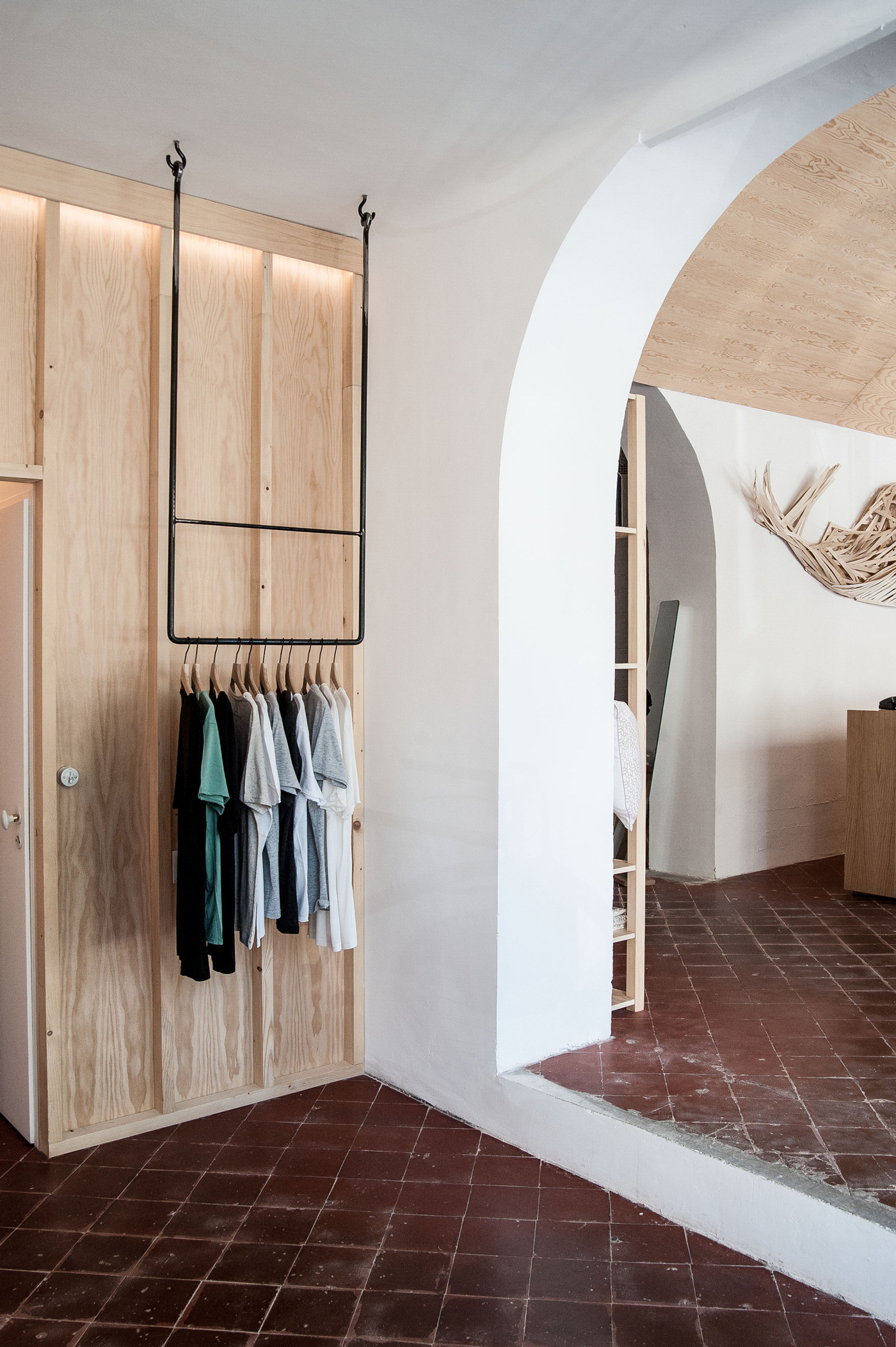 Shop and Exhibition Space in Marseille / Atelier M3a Architectes (1)