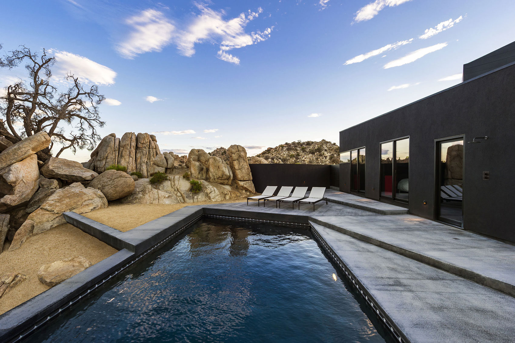Yucca Valley House 3 / Oller Pejic Architecture (18)
