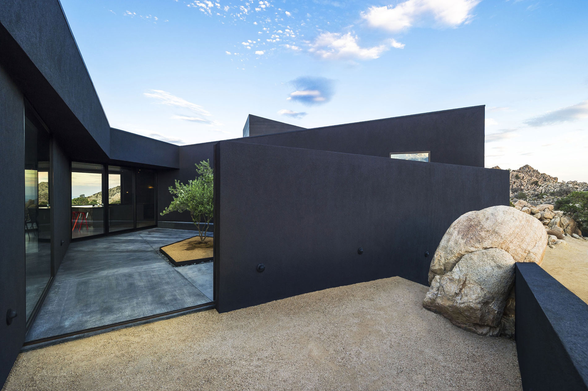 Yucca Valley House 3 / Oller Pejic Architecture (13)