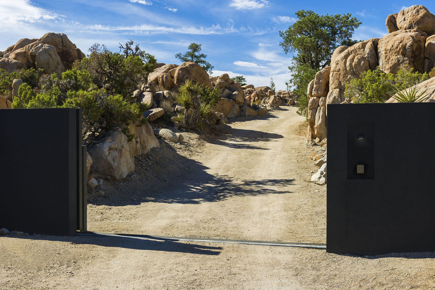 Yucca Valley House 3 / Oller Pejic Architecture (26)