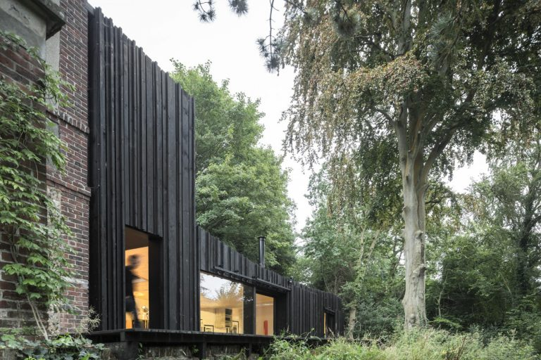 Black House / Marchi Architectes