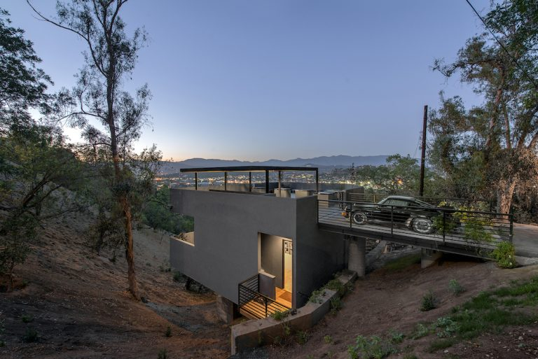 Car Park House / Anonymous