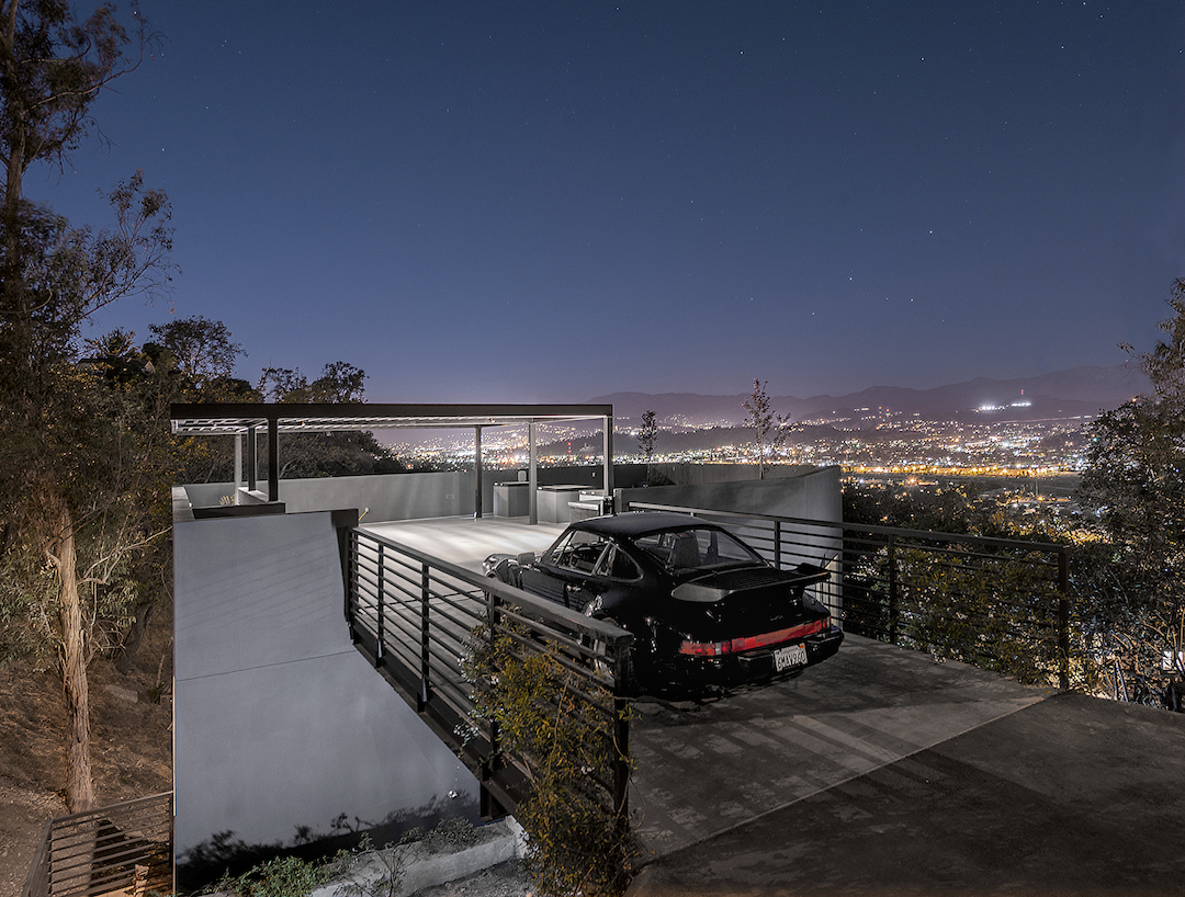 Car Park House / Anonymous