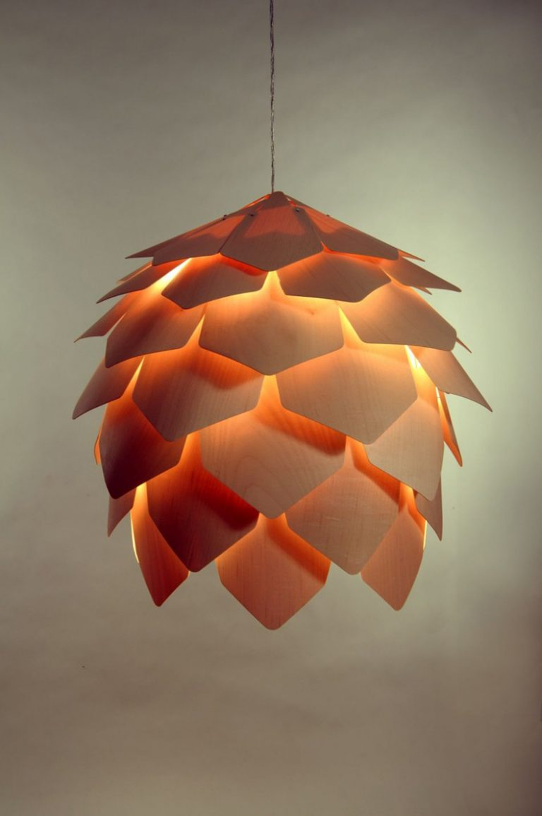 Crimean Pinecone Lamp / Pavel Eekra