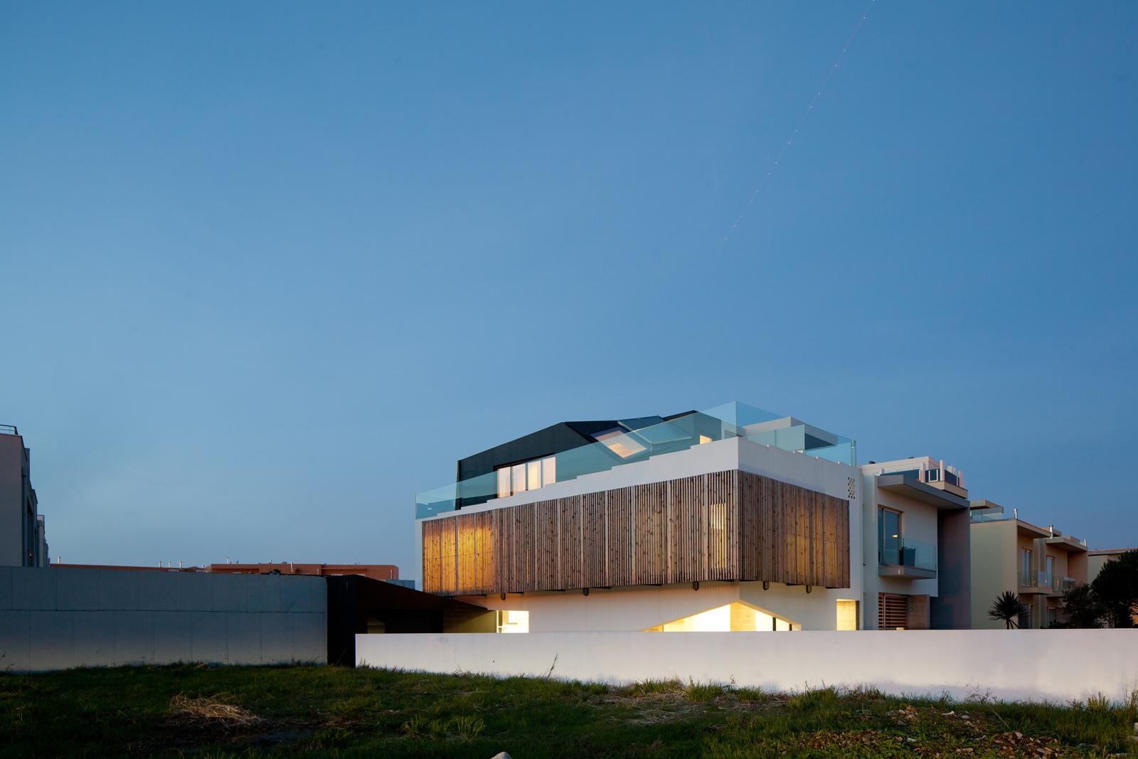 House in Miramar / e
