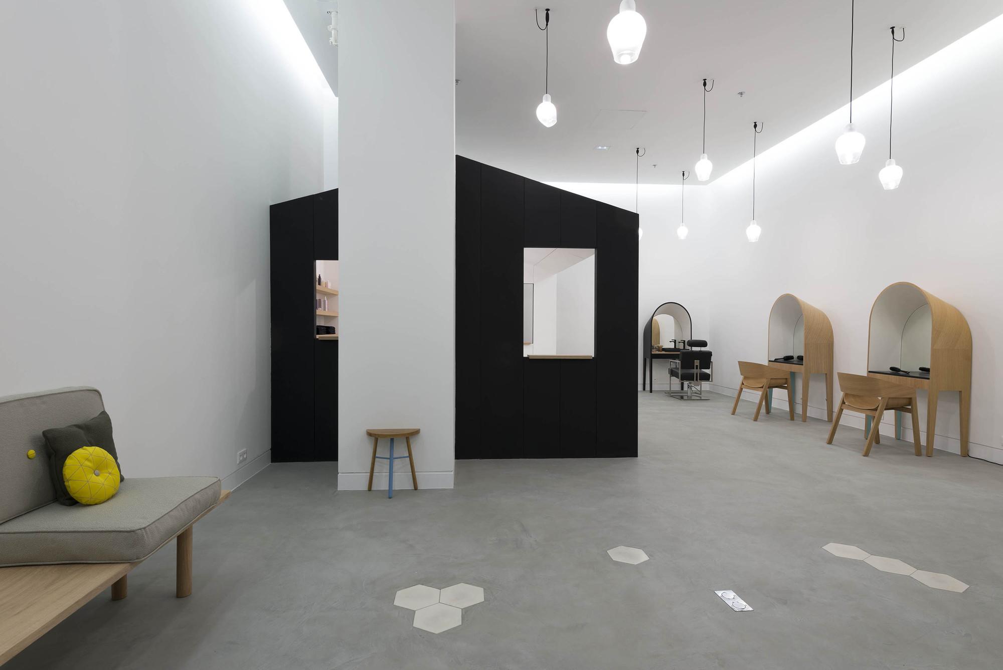 Le Coiffeur / Margaux Keller & Bertrand Guillon (8)