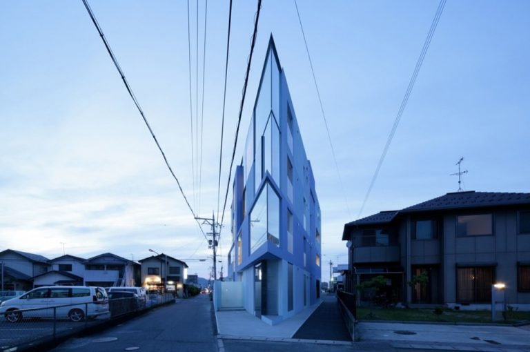 On the Corner / Eastern Design Office