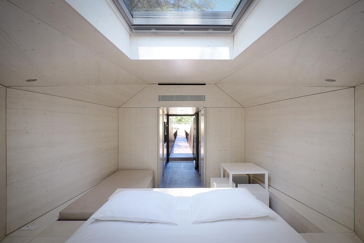rebelo_de_andrade_architects_tree_snake_house_8.jpg