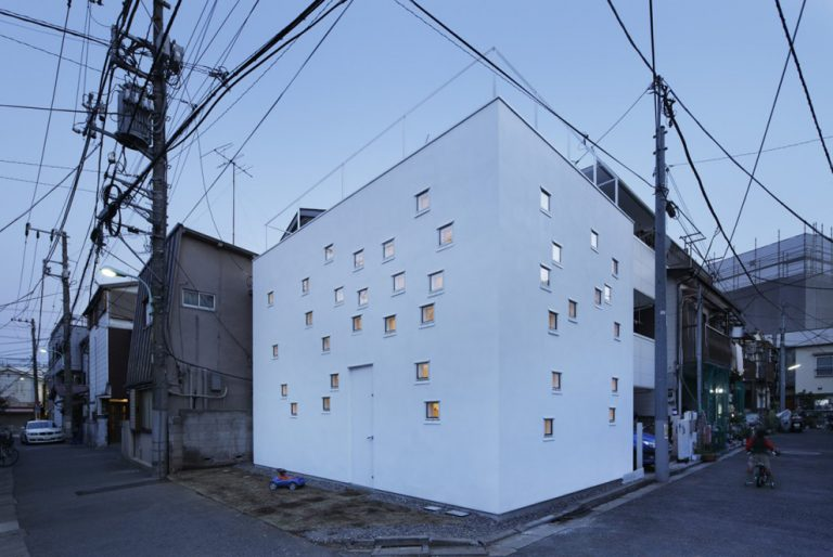 RoomRoom House / Takeshi Hosaka Architects