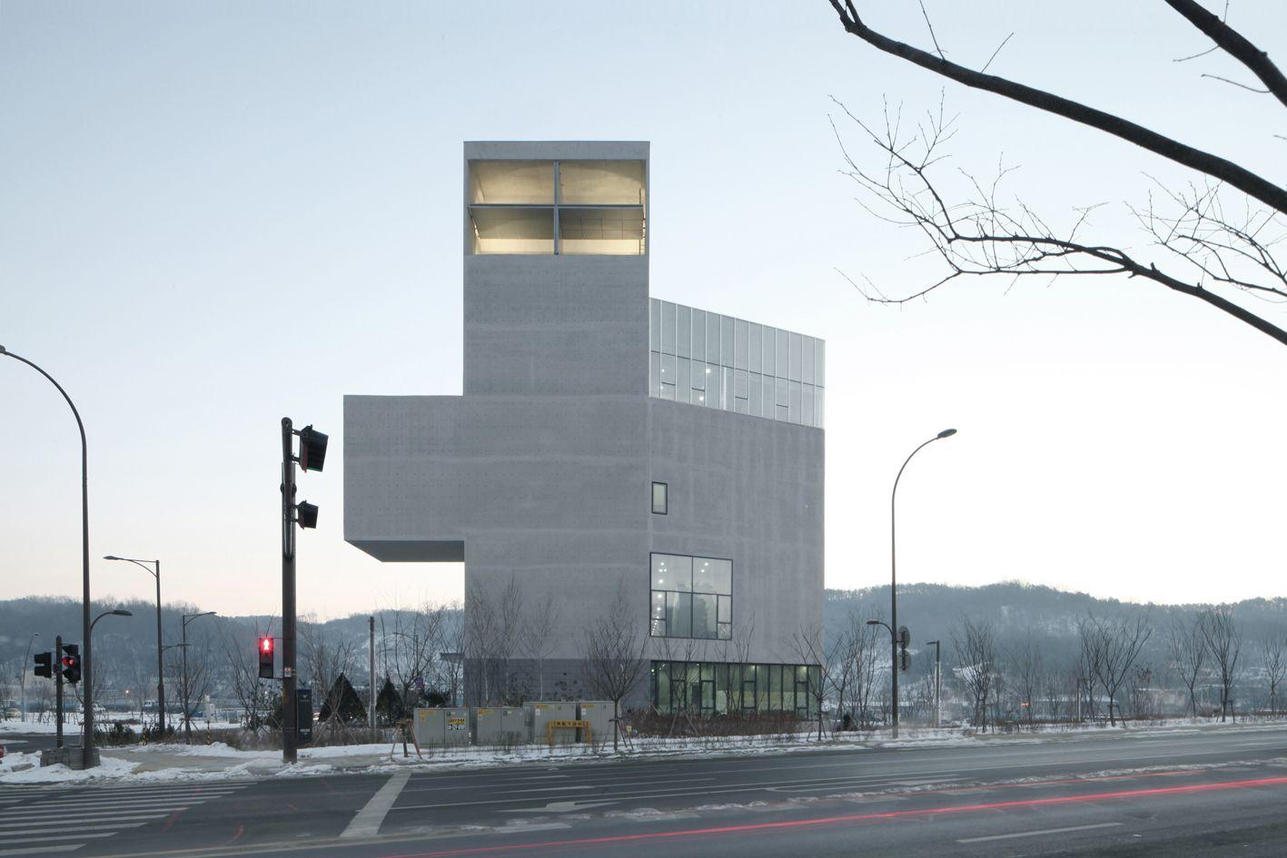 Rw Concrete Church / Nameless