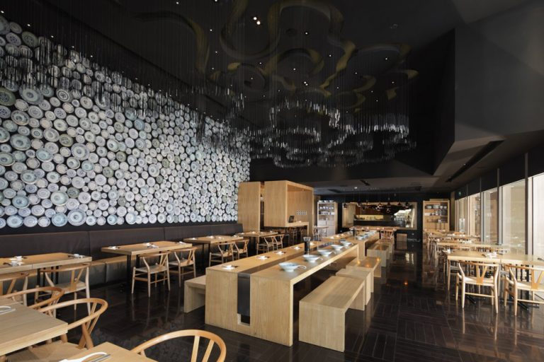 Taiwan Noodle House / Golucci International Design