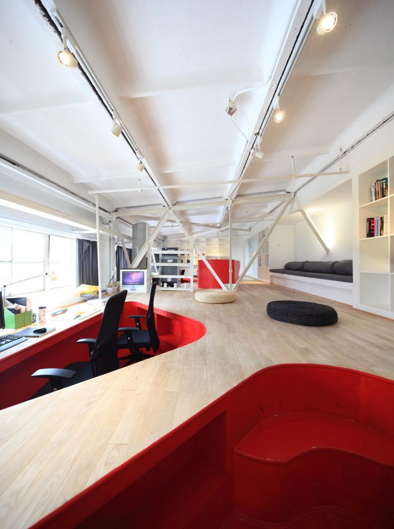 Red Town Office / Taranta Creations