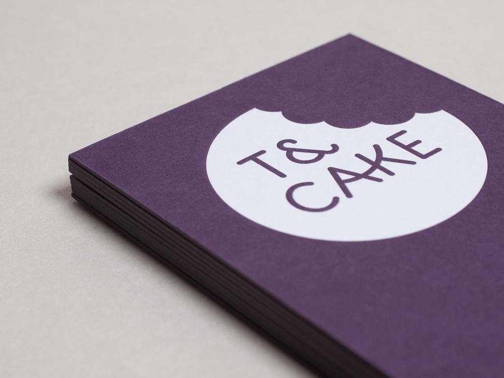 Identité visuelle pour T&Cake, un café moderne basé dans le Yorkshire en Angleterre, Signée par le studio Build.