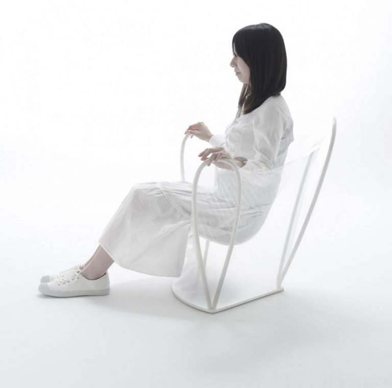 Chaise transparente / Nendo